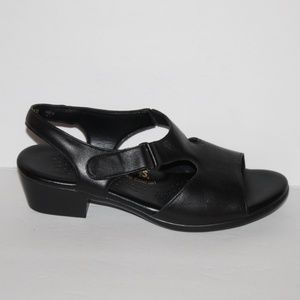 SAS Black Women size 8.5 M sandals Leather